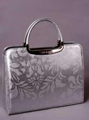 Сегодня посмотрим парочку женских сумок из Италии. вязаные туники.
