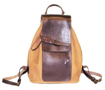 Женская сумка-рюкзак шьется из любых материалов: от кожи до нейлона.